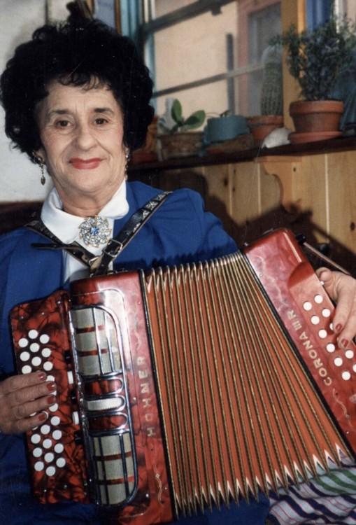 Apodaca, Antonia